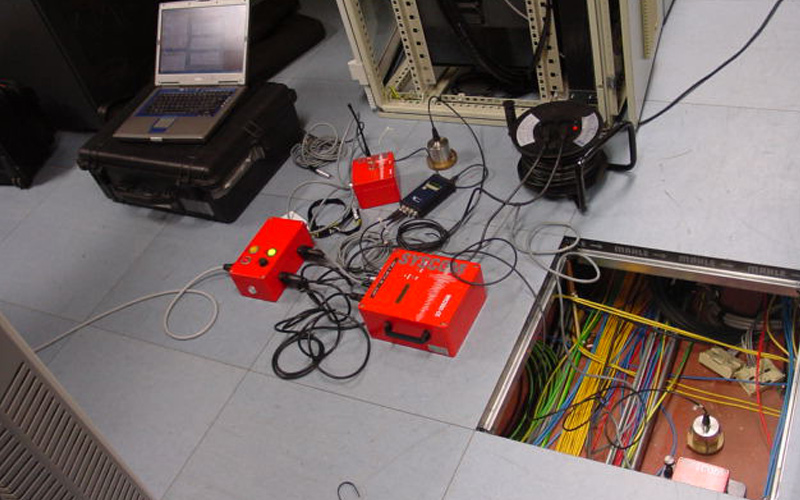 Vibration monitoring in computer room